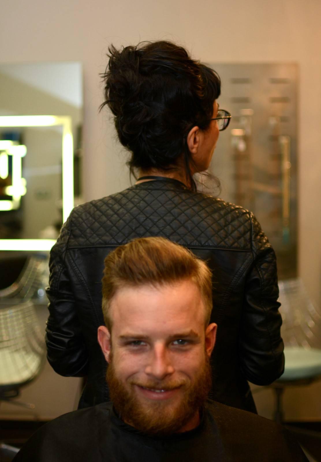 Coiffeur coupe de cheveux pour hommes et femmes